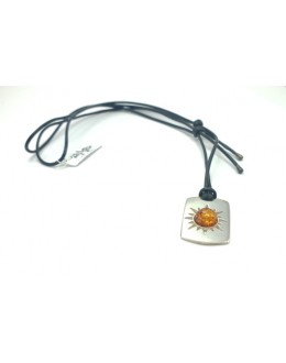 Bursztynowy wisior na rzemieniu - słoneczko