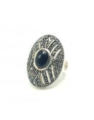 Srebrny pierścień z onyksem i markazytami r.10
