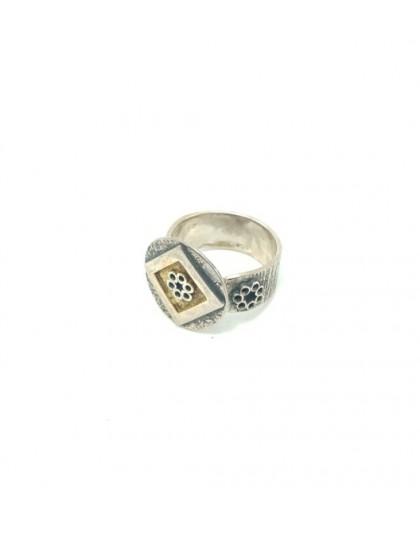 Pierścionek z pozłacanego srebra - romb