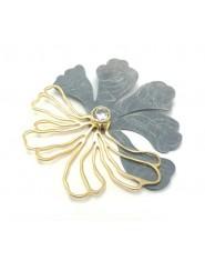 Zawieszka kwiat z pozłacanego i patynowanego srebra