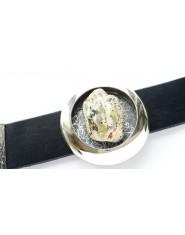 Unikatowa bransoleta z mlecznym bursztynem na skórze