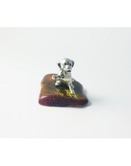 Figurka labrador na bursztynie