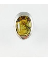 Owalny pierścionek z zielonym bursztynem