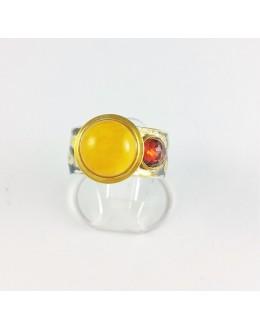 Piękny pierścień z bursztynem i granatem