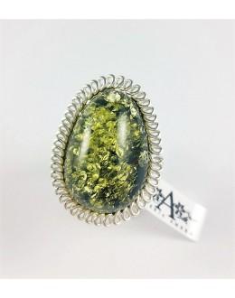 Zielony pierścionek w pętelkowej oprawie