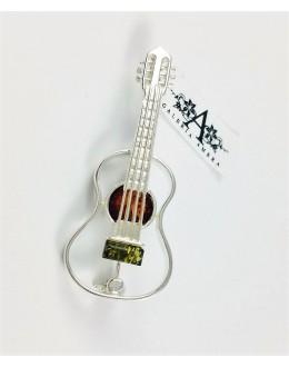 Broszka gitara z bursztynem
